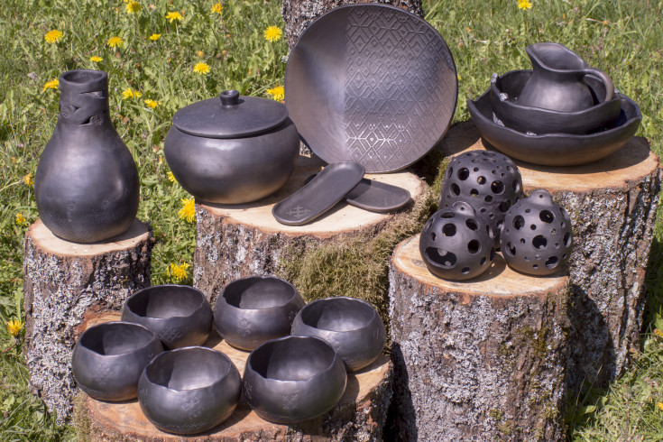 Ceramic_artists_Latvia_black_pottery
